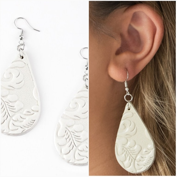 paparazzi Jewelry - FEELIN GROOVY WHITE LEATHER EARRINGS